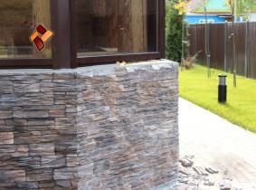 Облицовка деревянного дома декоративным искусственным камнем