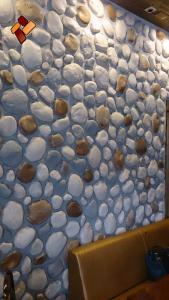 Интерьер кафе -  декоративный камень Голыш