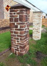 Наши работы - варианты облицовки столбов и оград.